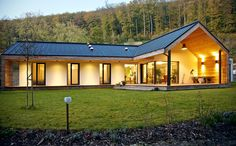 Pasívny dom pre mladú rodinu – rozhovor s architektom Modern Farmhouse Design, Modern Farmhouse Exterior, Modern House Design, Pole Barn House Plans, Ranch House Plans, Bungalow Exterior, Dream House Exterior, Rural House, Modern Bungalow