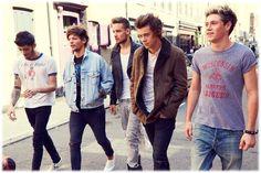 Voici le making of du nouveau clip des One Direction, « Story Of My Life ». Aussi, les One Direction sont les grands gagnants des MTV Europe Music Awards 2013. Ils ont raflés 3 récompenses ce week-end à Amsterdam ! : -...