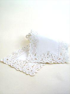 White cocktail napkins + white lace border = recipe for elegance