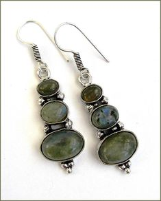 Labradorite gemstone /silver earrings Boucles Labradorite, Women's Earrings, Silver Earrings, Gemstones, Etsy, Jewelry, Earrings, Handmade Gifts, Ears