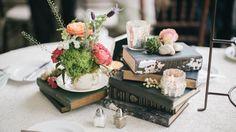 Des livres en guise de décor de table