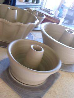lily pottery: my new fetishthrowing bundt cake pans! Pottery Mugs, Pottery Bowls, Ceramic Pottery, Pottery Art, Pottery Studio, Slab Pottery, Ceramic Bakeware, Ceramic Bowls, Ceramic Mugs