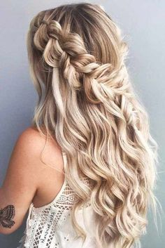 einzigartige Herbstfrisuren - die besten Herbsttrends im Jahr 2019 hairstyle hair style hairstyles hairstyles easy hairstyles tutorials hairstyles hair style Fancy Hairstyles, Box Braids Hairstyles, Hairstyle Ideas, Easy Hairstyle, Easy Updo, Prom Hairstyles For Long Hair Curly, Cute Prom Hairstyles, Teenage Hairstyles, Classic Hairstyles