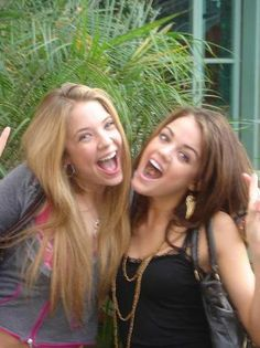Ashley Benson & Lucy Hale (old pic!)