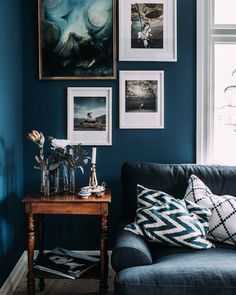 Loving the dark blue accents and art in the Swedish home of @krickelin . Full tour on the blog today (link in my bio). #darkblue #sittingrooom #swedishhome by myscandinavianhome