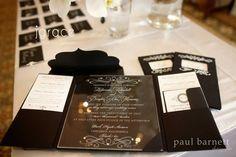 La invitacion de boda más lujosa, elegante y original de todas! Realizada en vidrio grabado en caja de seda y en blanco y negro