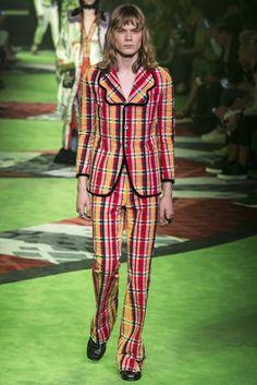 cb4b65d8d911 Gucci Spring Summer 2017 Menswear