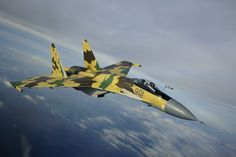 The Russian air force has just introduced three new jet fighters. Not the much-publicized Sukhoi stealth fighter—which isn't ready yet—but three slightly different versions of the classic Sukhoi Su 35, Military Jets, Military Aircraft, Military Weapons, Air Fighter, Fighter Jets, Radios, Photo Avion, Russian Air Force