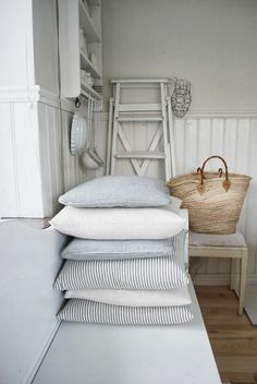 gorgeous neutral palette....so soothing....love it.....so coastal and lovely....