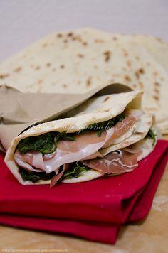 Piadina con pasta madre   Giorno dopo giorno by Katy Quesadillas, Sandwiches, Tacos, Banana, Cooking, Ethnic Recipes, Pane Pizza, Food, Main Courses