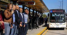 """Macri: """"Cada vez que se termina una obra es una fiesta""""  El presidente Mauricio Macri inauguró el Metrobus Ruta 8 en el partido bonaerense de Tres de Febrero.  Las máquinas están en movimiento en todo el país. Cada vez que se termina una obra es una fiesta y el comienzo de muchas otras enfatizó el presidente Mauricio Macri al encabezar el acto de inauguración del Metrobus Ruta 8 que beneficiará diariamente a unos 120 mil usuarios. Se trata de un nuevo corredor para el transporte público de…"""