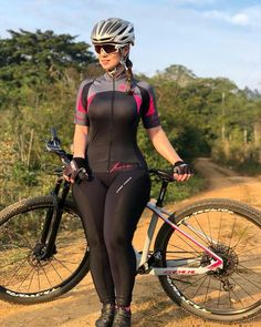 Thanks for sharing your beautiful photos Champ 💯👌🏻🔝❤️🚴❤️ - Sport Outfits, Girl Outfits, Snow Girl, Cycling Girls, Bicycle Girl, Curvy Girl Fashion, Biker Girl, Sexy Women, Bikini