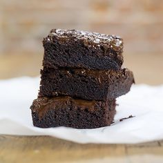 Brownie med mørk sjokolade Fudgy Brownies, Goodies, Desserts, Sweet Like Candy, Tailgate Desserts, Deserts, Dessert, Sweets, Food Deserts