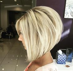 chic short hair styles are easy to do. Find out the best chic short hair styles you can try this winter that are going to be a hair trend of Modern Bob Hairstyles, Inverted Bob Hairstyles, Stacked Bob Haircuts, Hairstyles Haircuts, Latest Hairstyles, Bobbed Haircuts, Blonde Bob Hairstyles, Medium Bob Haircuts, Pixie Haircuts