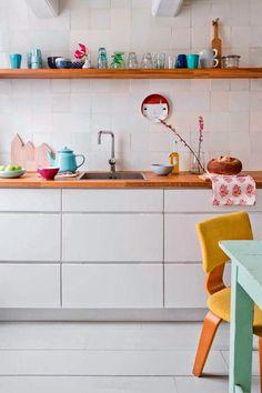 Happy Kitchen : Keltainen talo rannalla: Rustiikkia, väriä ja huonekaluja