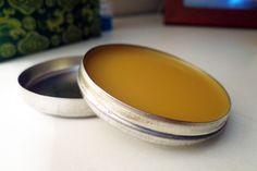 Um lip balm caseiro é um presente fofo que vai ser bastante útil.
