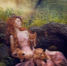 Darya Stetsyura and FoxesPhotography: Lady Zabiyaka and PF StudioFoxes: Andrey Bychenko