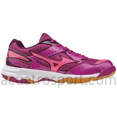 Zapatillas muti-pista de Mizuno Wave Twister 4 en colores rosa y morado  para niña 25ba2e271a56f