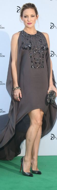 Who made Kate Hudson's gray beaded gown, studded black clutch handbag, and cap toe spike pumps that she wore in London on July 8, 2013?