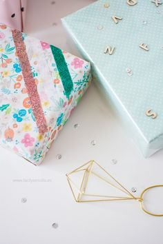 EMPAQUETADOS CREATIVOS CON SCOTCH – PARTE II* - Fácil y Sencillo Diy Paper, Paper Crafts, Paper Goods, Projects To Try, Gift Wrapping, Band, Gifts, Paper Purse, Make A Skirt