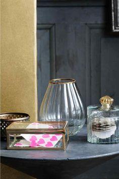 Cofanetto in vetro: Piccolo cofanetto in vetro trasparente e metallo. Misure 5x9,5x14 cm.