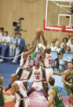"Michael Jordan David Robinson Earving Magic Johnson Charles Barkley USA Basketball Team ""Dream Team"""