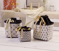 Video tutorial to learn how to sew an original gift bag .- Tuto vidéo pour apprendre à coudre une pochette cadeau originale pour les fêt… Video tutorial to learn how to sew an original gift bag for the holidays. Sewing Tutorials, Sewing Projects, Diy Pochette, Sewing Online, Cotton Bag, Learn To Sew, Fabric Crafts, Gifts For Women, The Originals