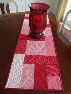 Red & White Table Runner Quilt  Moda fabrics  by seaquilt on Etsy