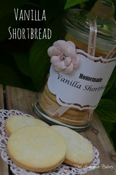 """Vanilla Shortbread made as a gift, recipe from Paul Hollywood """"How to bake"""" (irish cookies shortbread) Uk Recipes, Food Network Recipes, Sweet Recipes, Baking Recipes, Cookie Recipes, British Baking Show Recipes, British Bake Off Recipes, Great British Bake Off, Shortbread Biscuits"""