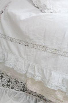 Sweet Dreams Beds, Quilt Bedding, Duvet, Types Of Lace, Farmhouse Fabric, French Country Bedrooms, Victorian Lace, Linens And Lace, Retro Wallpaper