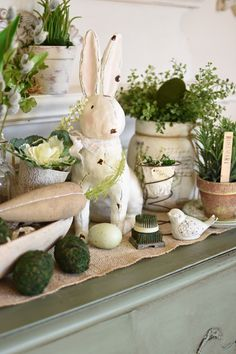 See how to repurpose an old bed spring into a unique spring or Easter decoration. Find ideas for DIY bed springs in spring and Easter decor. Diy Osterschmuck, Easy Diy, Diy Ostern, Easter Table Decorations, Spring Decorations, Dough Bowl, Spring Home Decor, Spring Garden, Colorful Decor