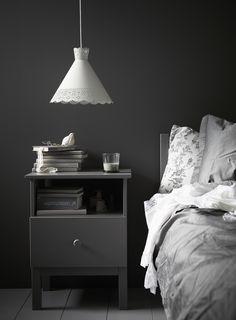 IKEA Mölndal lamp - New Spring 2014 - Husligheter.se - Sovrum i mörka färger och grått