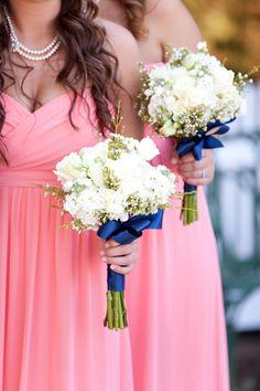 Coral and Navy Wedding – Ok ok I like the idea of white flowers
