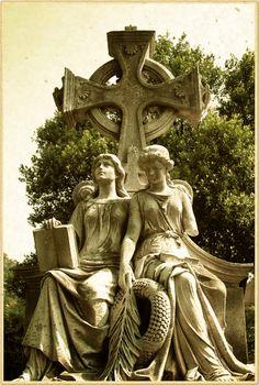 twin_angels__oakland_cemetery__atlanta_georgia