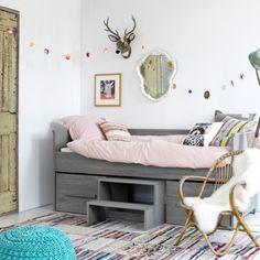 Mooie slaapkamer van Coming Kids! Nu heel lief gecombineerd met roze, maar het kan ook heel stoer met een bijvoorbeeld groen of blauw.