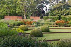 Tom Stuart-Smith - Whitehall garden in Norfolk. For more images of this garden, visit Tom Stuart-Smith's website. Contemporary Landscape, Landscape Design, Rose Garden Portland, Tom Stuart Smith, Smith Gardens, Rose Garden Design, Chelsea Flower Show, Back Gardens, Dream Garden