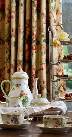 Tea with the Beautiful Victoria patterned Herend porcelain set (full english breakfast cups) Autumn Tea, Autumn Home, Breakfast Cups, Afternoon Tea Parties, Town And Country, Country Charm, Southern Charm, Cozy Corner, Fine China
