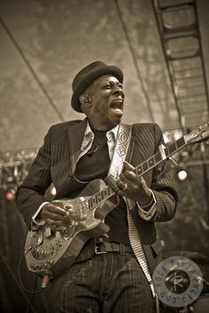 Keb' Mo' by Jerome Brunet