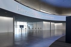 Herzog & De Meuron  messe new hall . basel