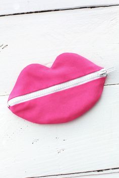 Zipped lips pouch how-to for stashing secret things in your purse by Mandi from Making Nice in the Midwest.