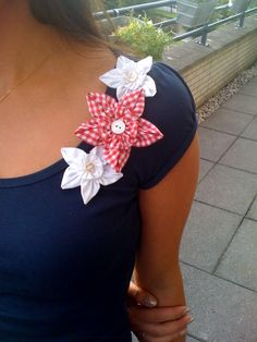 View details for the project Fabric Flowers - How to make them! on BurdaStyle.