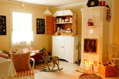 Ripaus unelmaa Puttipajalta: Elinan luona vierailulla Entryway, Furniture, Home Decor, Entrance, Decoration Home, Room Decor, Door Entry, Mudroom, Home Furnishings