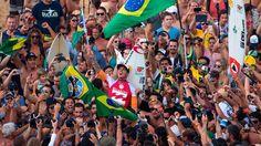 Sports: Gabriel Medina é o primeiro brasileiro campeão mundial de surf (Source: ESPN)