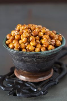 Roasted Chickpeas with Ginger, Spices & Sesame Seeds - Tasty Snack/Appetizer (Beautiful Food : Cooking Melangery) Vegetarian Appetizers, Yummy Appetizers, Yummy Snacks, Appetizer Recipes, Healthy Snacks, Vegetarian Recipes, Cooking Recipes, Healthy Recipes, Party Recipes