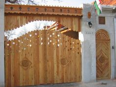 fafaragás minta - Google keresés Fence Gate, Fences, Gate Ideas, Wooden Gates, Entrance Doors, Portal, Sweet Home, Woodworking, Exterior