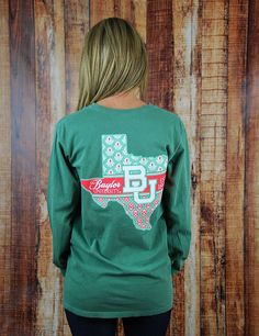 You better keep warm this winter and why not show your school spirit at the same time? Rep your state and your favorite school with this awesome Baylor University long sleeve t-shirt! Go BU Bears!