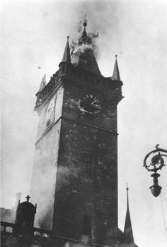 Liberation of Prague. A nazi bomb hit the Tower with Astronomical Clock. Prague Czech Republic, Art Sites, Europe Photos, England And Scotland, Old Paintings, Old City, More Pictures, Time Travel, Budapest