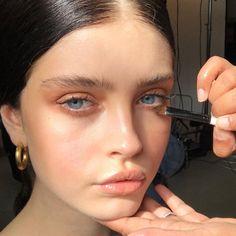 French beauty here. - Make Up 2019 Makeup Goals, Makeup Inspo, Makeup Inspiration, Makeup Ideas, Glowy Makeup, Glowy Skin, All Things Beauty, Beauty Make Up, No Make Up Make Up Look