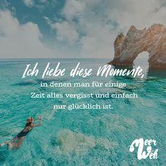 Visual Statements® Ich liebe diese Momente, in denen man für einige Zeit alles vergisst und einfach nur glücklich ist.   Sprüche / Zitate / Quotes / Meerweh / Wanderlust / travel / reisen / Meer / Sonne / Inspiration