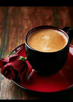Coffee and rose. If someone ever does this for me I'm marrying them #coffeelove #needcoffeenow #coffeeplease